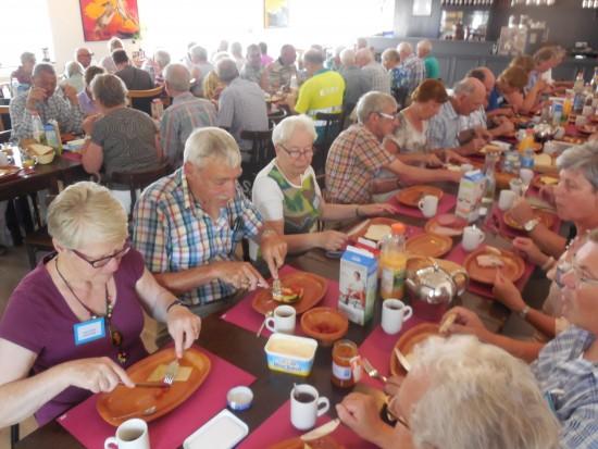 De lunch in het Biesboschcentrum in Drimmelen (foto Martien Veekend)