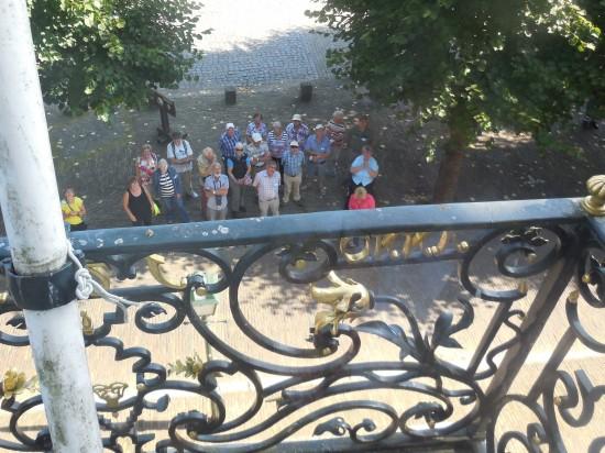 Een blik vanaf het balkon van het raadhuis (foto Martien Veekens)