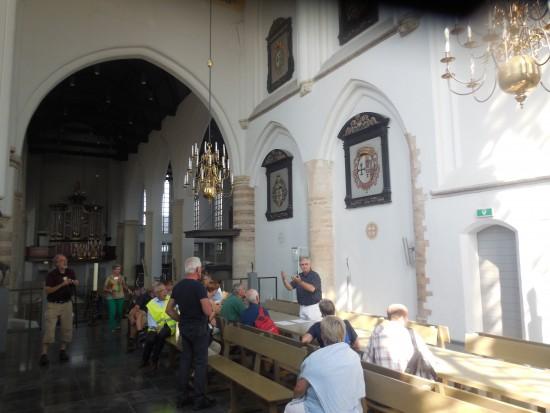 In de Geertruidskerk bij de expositie (foto Martien Veekens)