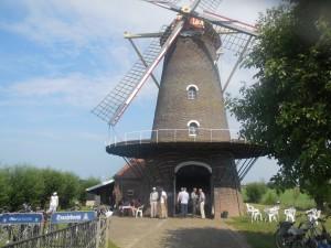 De molen 'Zeldenrust' in Hooge Zwaluwe (foto Martien Veekens)