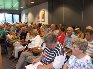 De deelnemers in de raadszaal van het gemeentehuis van Drimmelen