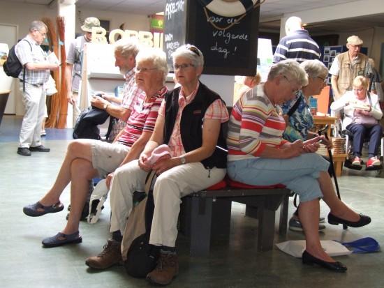 Wachten in het Biesboschcentrum op de volgende activiteit