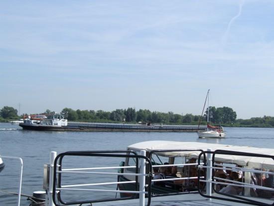 Aan de overzijde lonkt Nationaal Park de Biesbosch