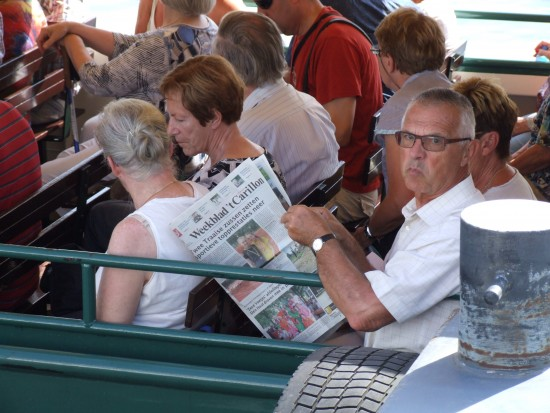 Ad Jacobs uit Baarle-Nassau neemt nog even de krant door